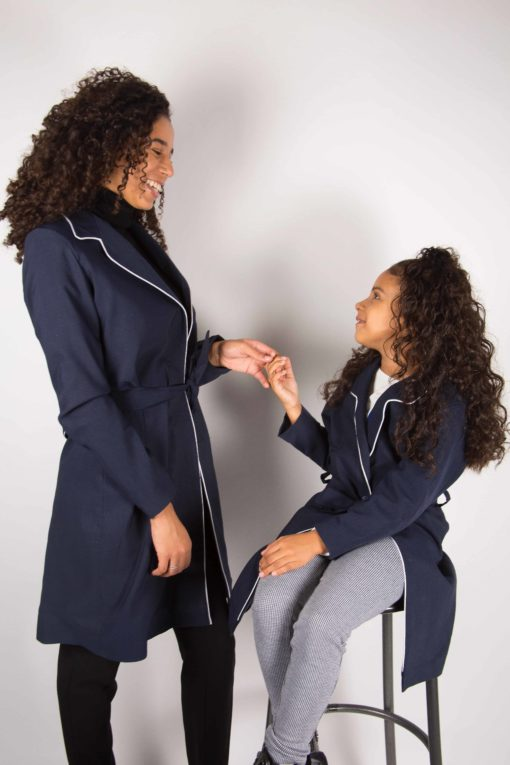Illustration Trench-coat liseré Femme enfant